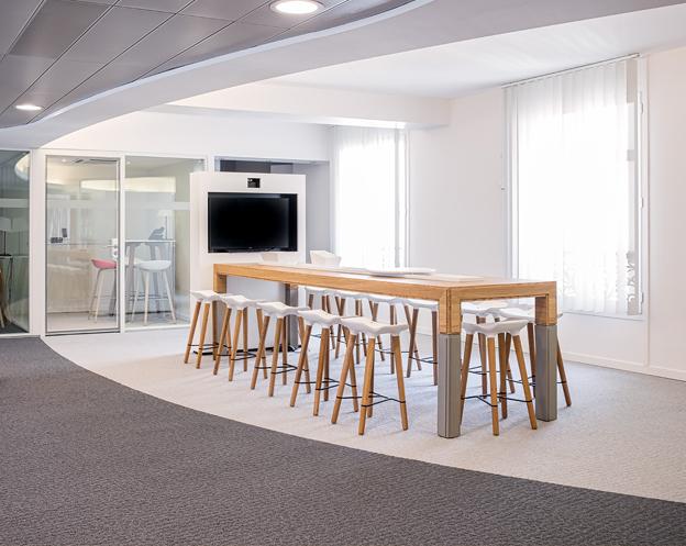 a table co working table haute la manufacture du design grosvenor industrial orchestra. Black Bedroom Furniture Sets. Home Design Ideas